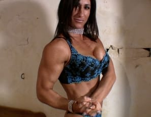 Ripped female bodybuilder Hot Italian is posing for you in the bedroom