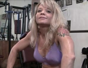 Female bodybuilder Mandy K invites you to a virtual session in the gym