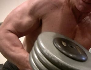 dumbbells in the gym works well for female bodybuilder Clarkflex's muscles