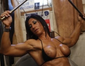 Hot Italian is doing pulldowns in the gym and posing