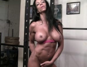 Female bodybuilder Willa likes to work out naked, but first she'll pose